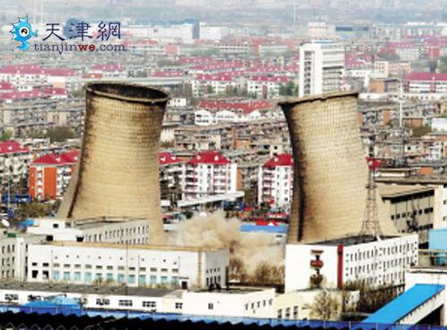 但倒塌效果不理想,两座冷却水塔没有倒塌.